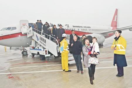 飞往日照的fm9125航班顺利平稳降落在日照山字河机场